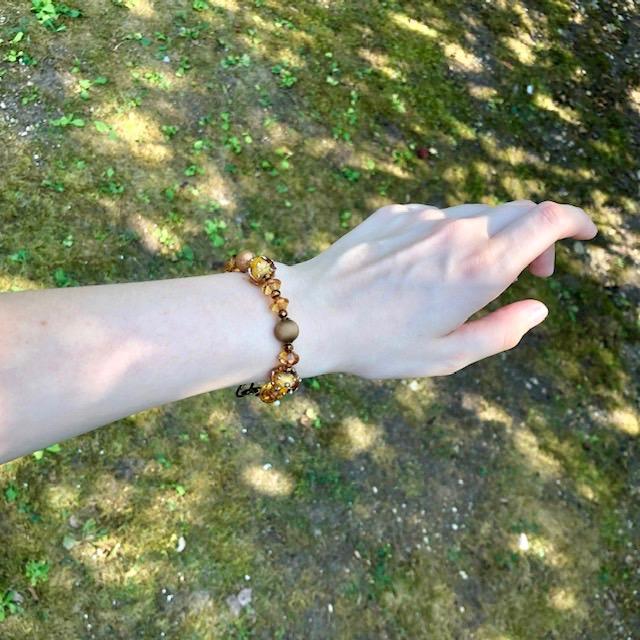 Bracelet composé de perles Lampwork, de perles en laiton et de perles en verre tchèque. Anneaux et fermoir en laiton. Pièce unique.